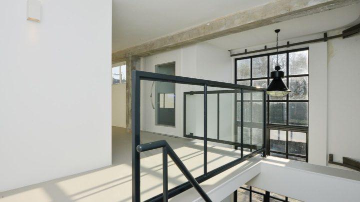 BNLA realiseerde het ontwerp voor tien luxe loft-appartementen in Amsterdam. De vormgeving van de appartementen doet dankzij de betonnen plafonds, stalen kozijnen en industriële afwerking denken aan de luxe citylofts in New York.